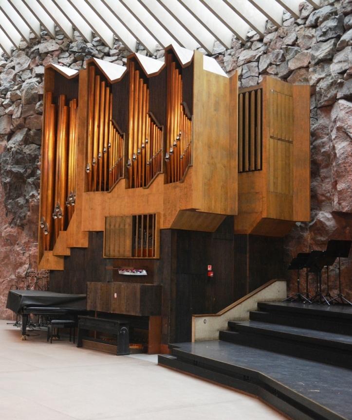 El diseño exterior del órgano salió del tablero de los hermanos Suomalainen