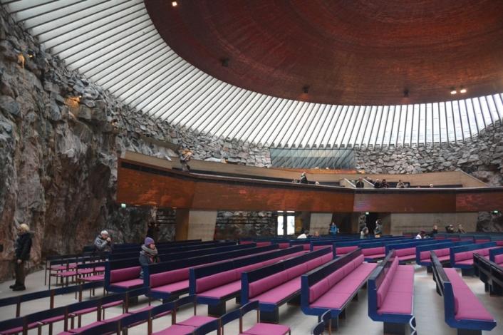 Temppeliaukio tiene un aforo de 750 personas en dos plantas