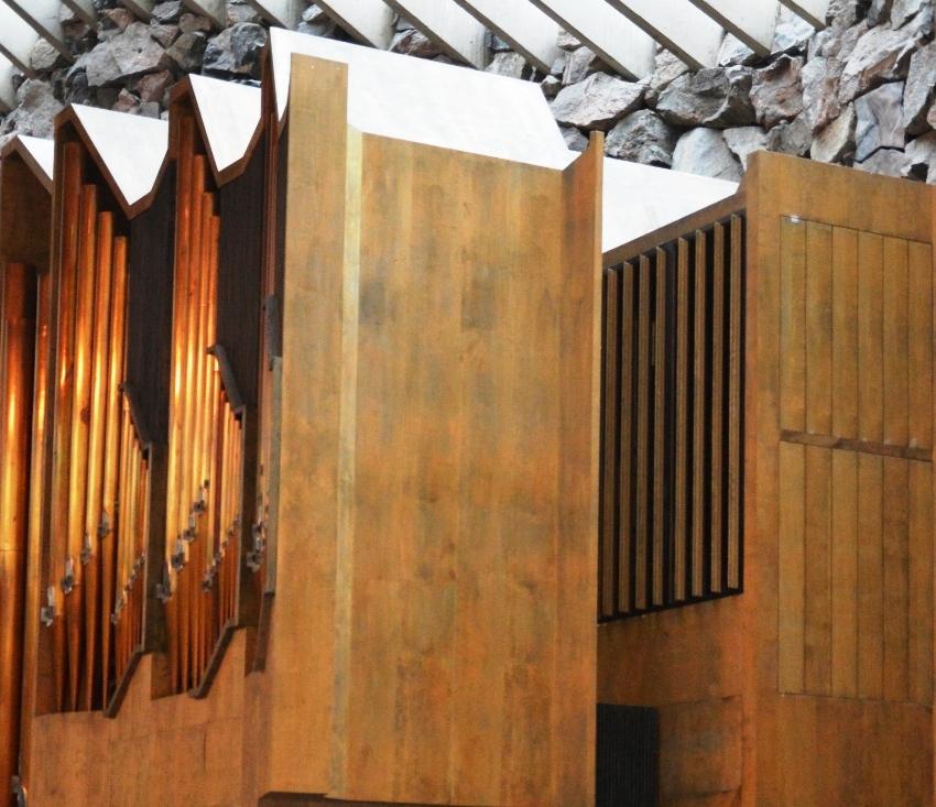 La estructura técnica del órgano es obra del maestro Veikko Virtanen