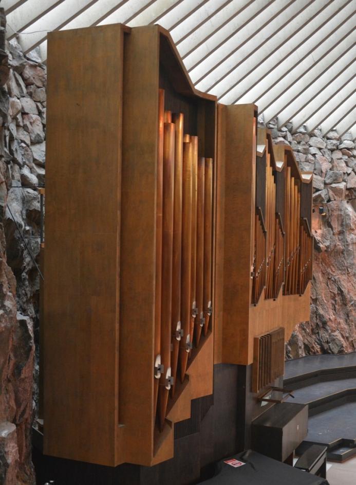 El llamativo órgano tiene 43 paradas y está empotrado en la pared