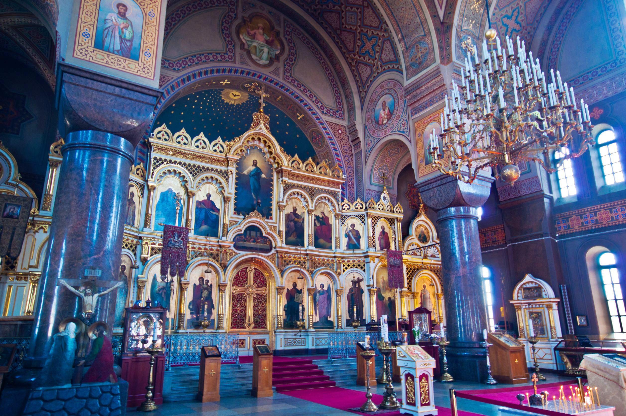 El interior es de una gran belleza y muestra una interesante decoración