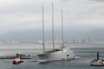 """El megayate velero """"A"""", a su llegada a Gibraltar. Poco después saltaría la sorpresa"""