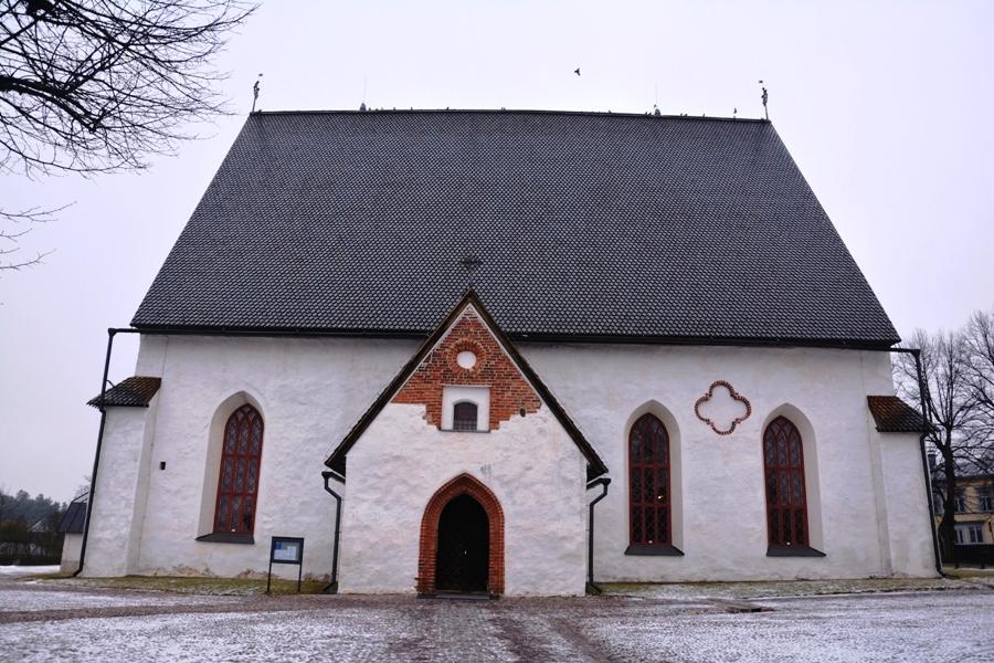 Entrada principal a la catedral de Porvoo