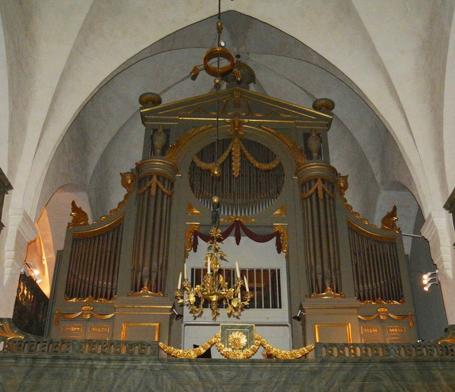 El órgano actual fue estrenado en 1978. Es obra del maestro Veikko Virtanen