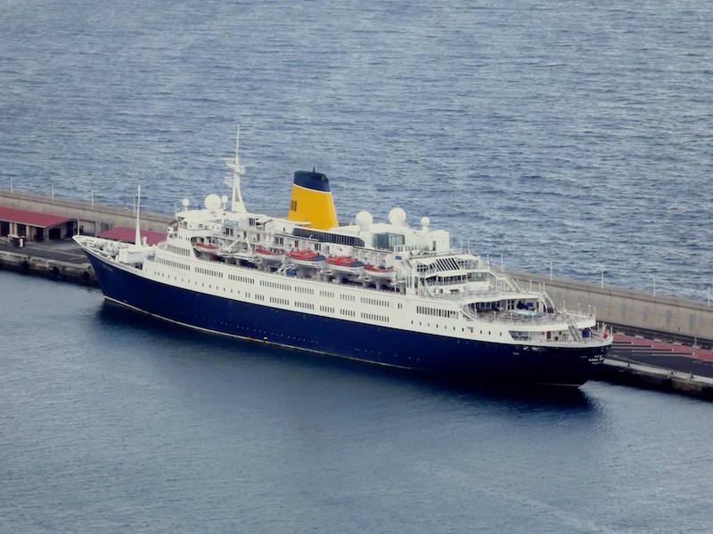 """En su etapa como """"Ocean Ruby"""", en una escala en el puerto de Santa Cruz de La Palma"""