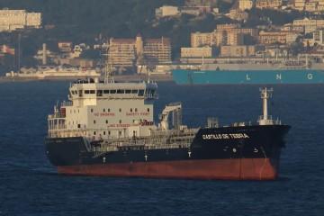 """El buque """"Castillo de Tebra"""", a su llegada a la bahía de Algeciras"""