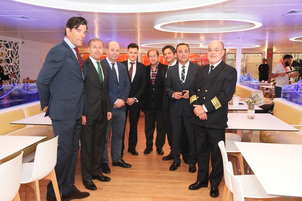 """Autoridades y directivos de Trasmediterránea, en la presentación hoy a bordo del buque """"Fortuny"""""""