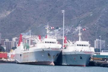 Los buques Volcán de Tisalaya y Volcán de Timanfaya, atracados en el puerto de Santa Cruz de Tenerife