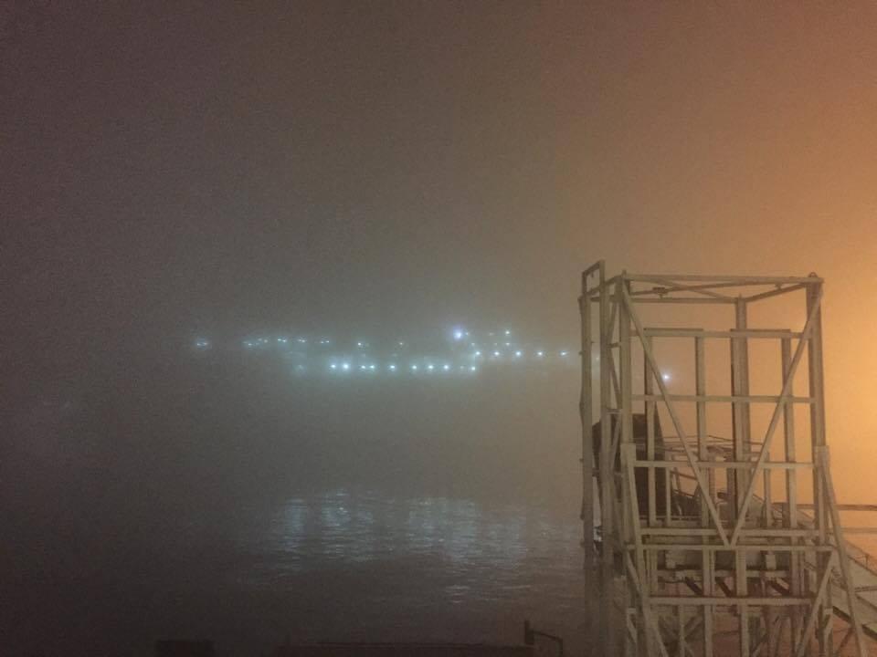 Las luces del ferry de Naviera Armas, desde el paseo del muelle de ribera
