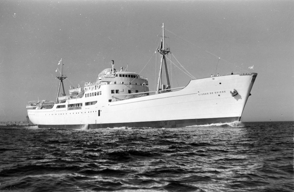 """El buque """"Ciudad de Oviedo"""", visto por la amura de estribor"""