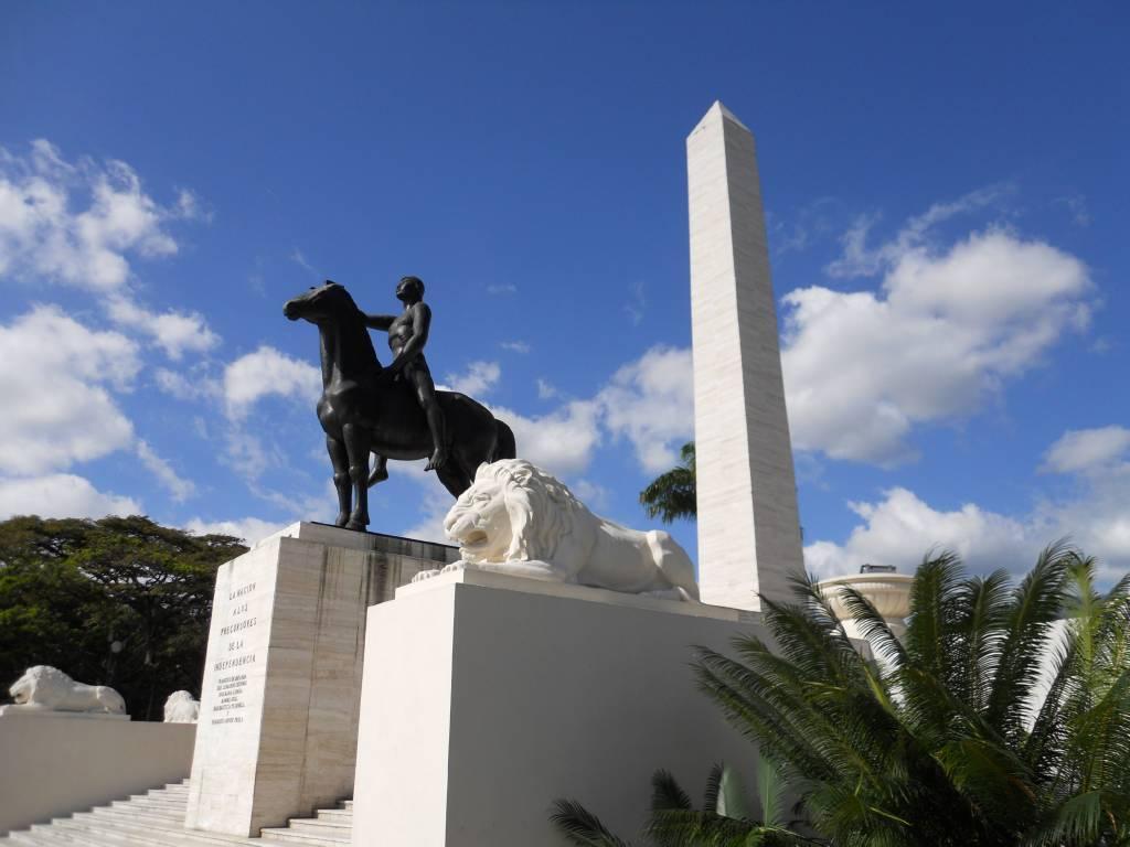 Monumento a los Precursores. El indio se yergue sobre su caballo