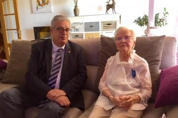 la señora Suojasto, tras la imposición de la condecoración de la Orden de la Rosa Blanca de Finlandia