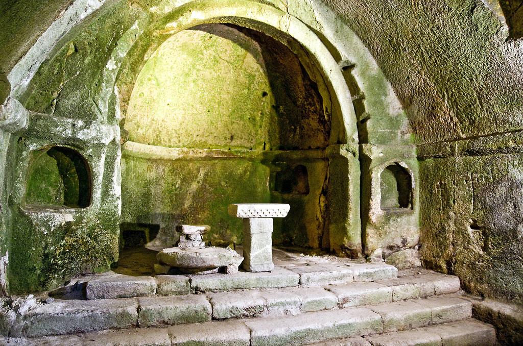 Altar de la iglesia rupestre de San Pedro de Rocas