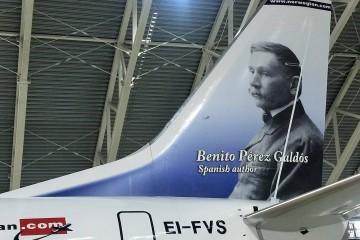 Benito Pérez Galdós, en la cola del avión Boeing B-737 de Norwegian (EI-FVS)