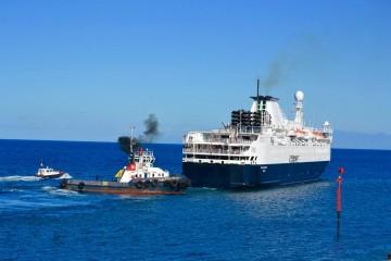 """El buque """"Ocean Endeavour"""", a su salida del puerto tinerfeño"""