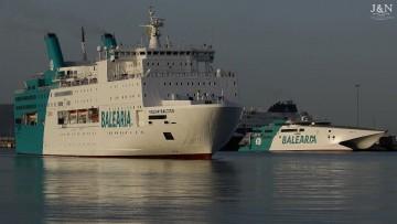 """El ferry """"Regina Baltica"""", a su llegada al puerto de Algeciras"""