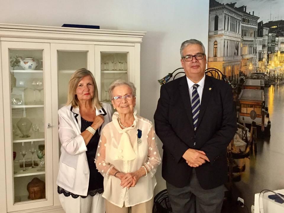 Los representantes consulares de Finlandia en Canarias y la señora Hanna M. Suojasto