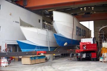 """El nuevo """"Benchi Express"""" es un catamarán de fibra de vidrio construido en Barcelona"""