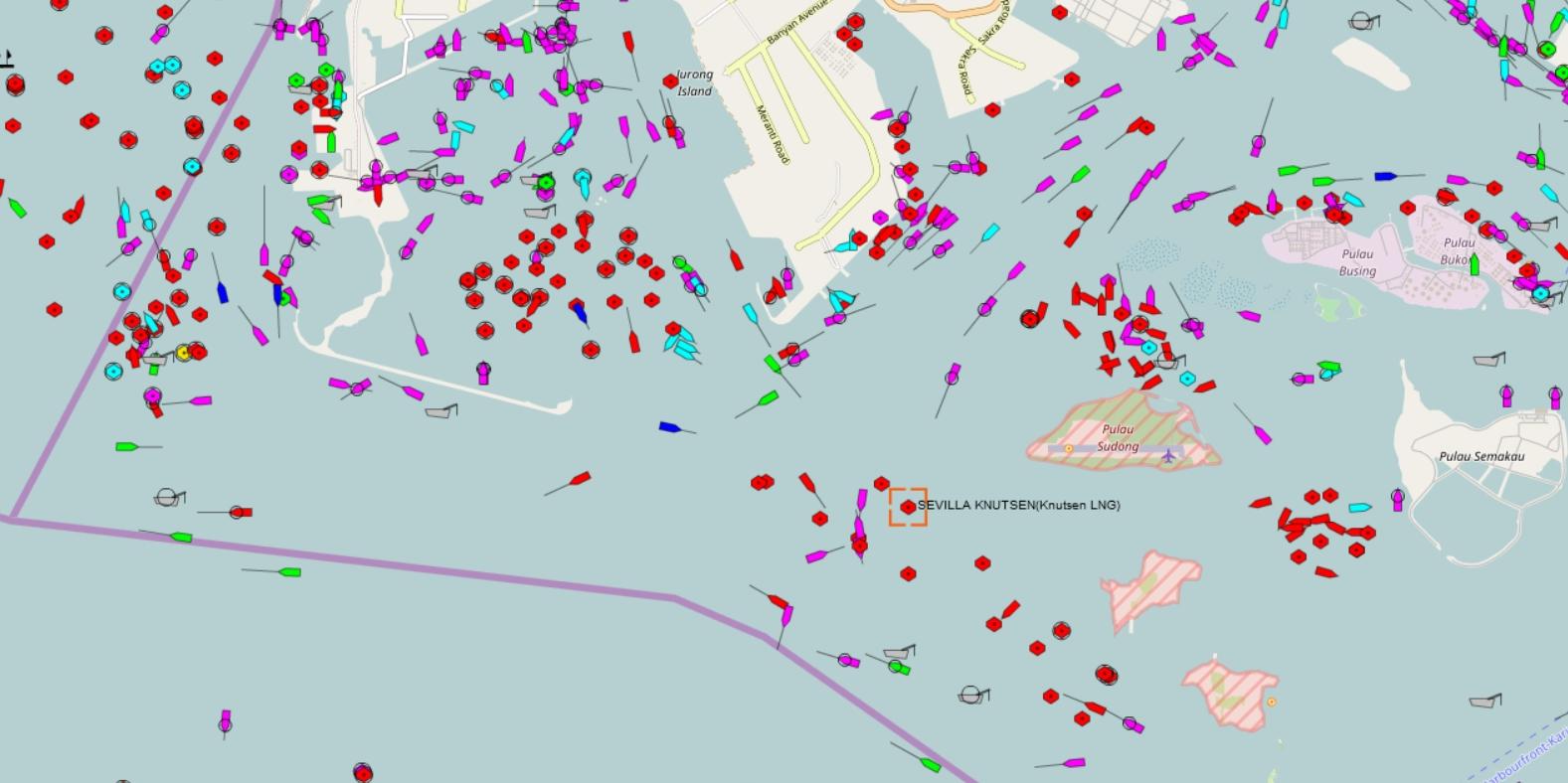 """Así está el puerto de Singapur. En recuadro rojo, el punto donde se encuentra el buque """"Sevilla Knutsen"""""""