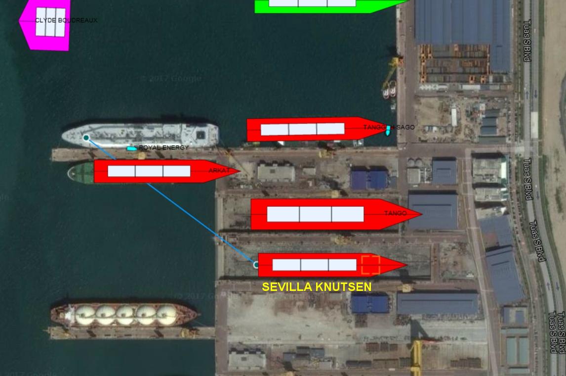 """la flecha indica el atraque inicial y el dique seco en el que se encuentra el buque metanero """"Sevilla Knutsen"""""""