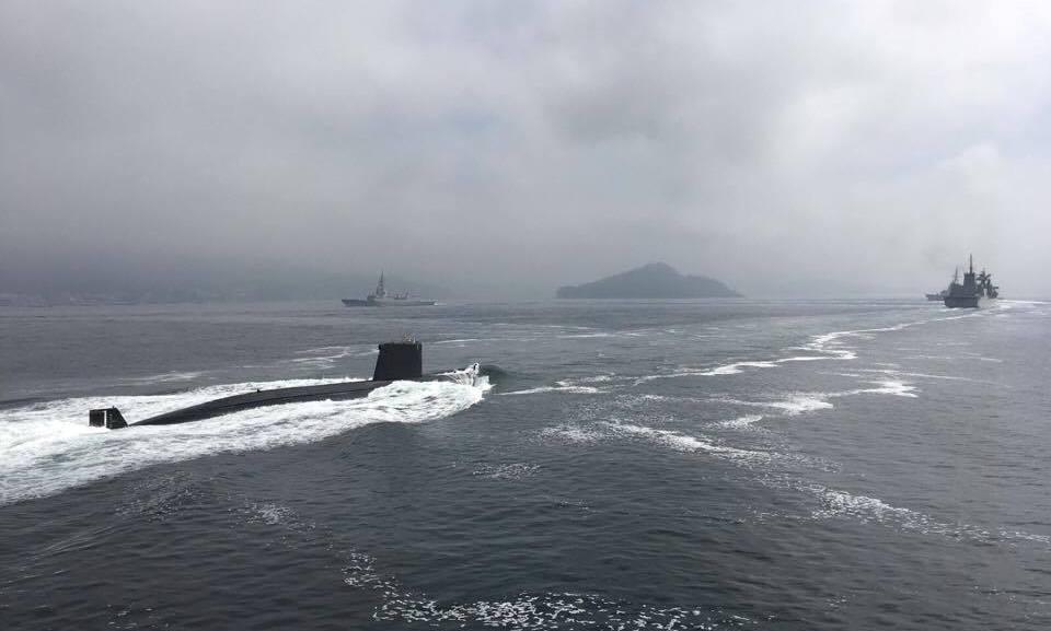 """Submarino """"Tramontana"""", en línea de formación"""