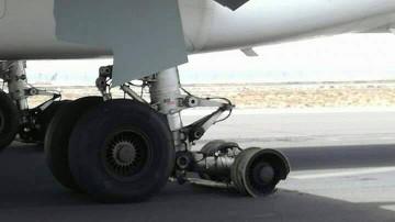 Estado en el que quedó parte del tren de aterrizaje de un avión A330 de Jet2