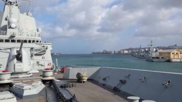 """La fragata """"Álvaro de Bazán"""", a su llegada al puerto de Las Palmas"""