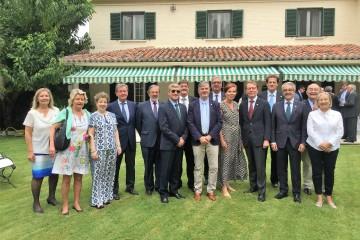 Foto de familia de los embajadores Tanzi-Albi y Jortikka-Laitinen y los cónsules y vicecónsules de Finlandia en España
