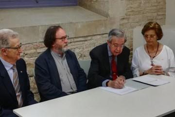 Joaquín Mª Tintoré Blanc, en el momento de firmar la cesión del archivo de Línea de Vapores Tintoré