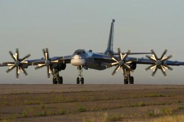 Este es el llamativo aspecto del avión bombardero Tupolev Tu-95