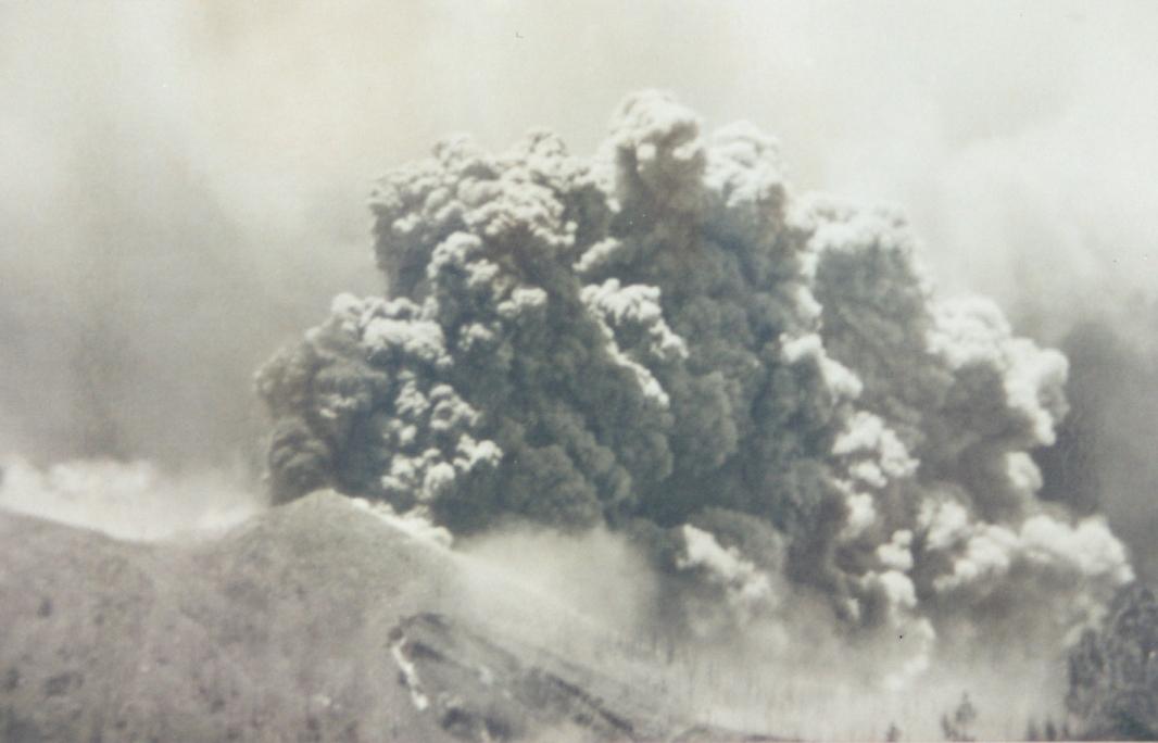 La actividad volcánica, a vista de avión militar