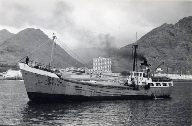 """El vapor """"Polensa"""", en aguas del puerto de Santa Cruz de Tenerife"""