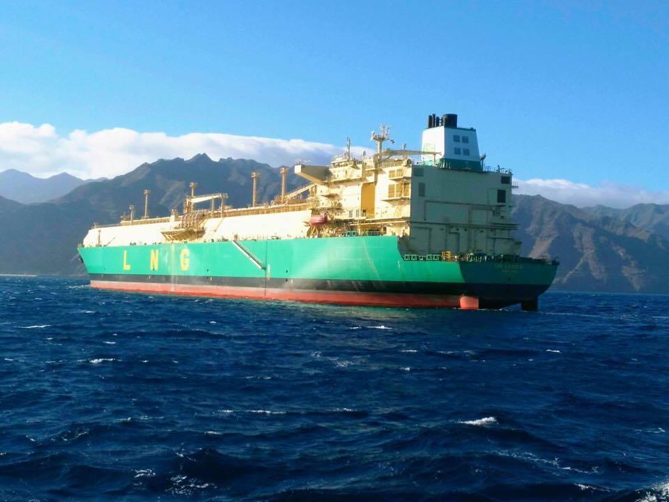 "El buque ""LNG Bonny II"", al resguardo de Anaga"