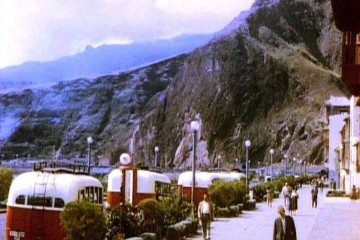 Grupo de guaguas de la empresa María Santos Pérez, en la parada de la Avenida Marítima de Santa Cruz de La Palma