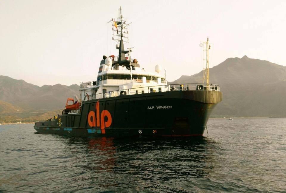 """El remolcador supplier """"Alp Winger"""" esperaba en el antepuerto"""