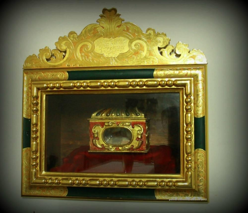 Arqueta con las reliquias de los santos mártires