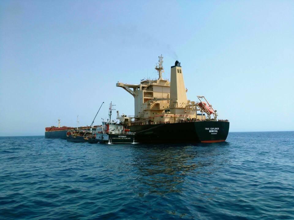 """El """"bulkcarrier"""" liberiano """"True Explorer"""" también está fondeado en el antepuerto"""