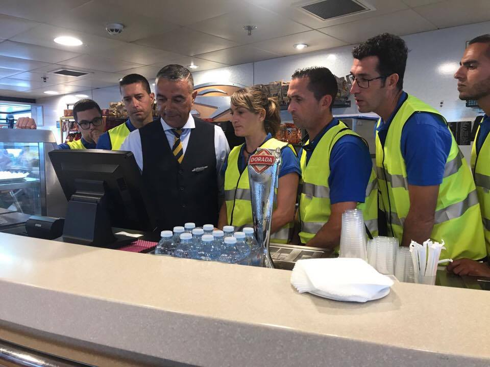 "El personal del ""Benchi Express"" realiza prácticas a bordo del ""Benchijigua Express"""