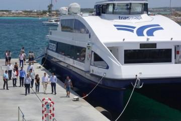 """Vista parcial del catamarán """"Illetas Jet"""""""