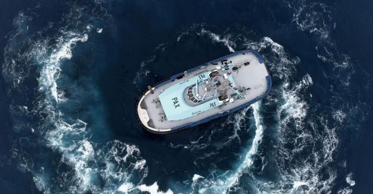 """El remolcador """"Pax"""", en pruebas de mar"""