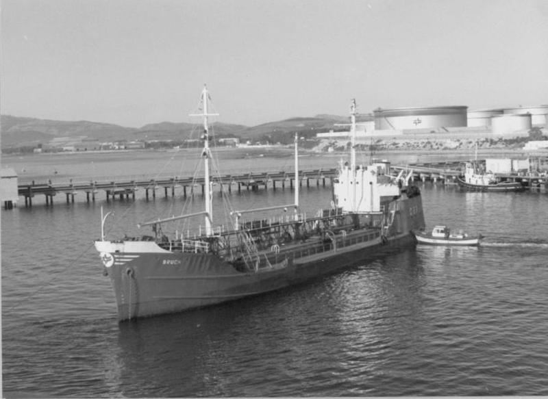 """El petrolero """"Bruch"""", en su etapa con base en Algeciras"""