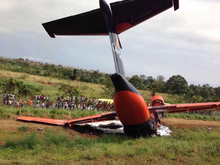 El avión cayó por el terraplén de la cabecera del aeropuerto