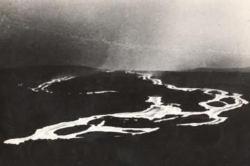 Imagen nocturna del recorrido de la lava del volcán de San Juan