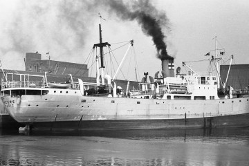 """Estampa marinera del buque """"Segre"""", visto por la banda de estribor"""
