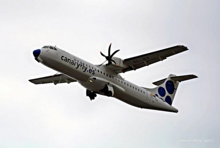 Ascenso del avión ATR-72 EC-JEV, ahora al servicio de Canaryfly