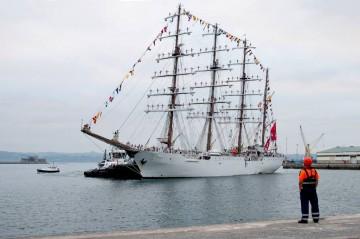 """El buque-escuela peruano """"Unión"""", a su llegada esta mañana al puerto de La Coruña"""