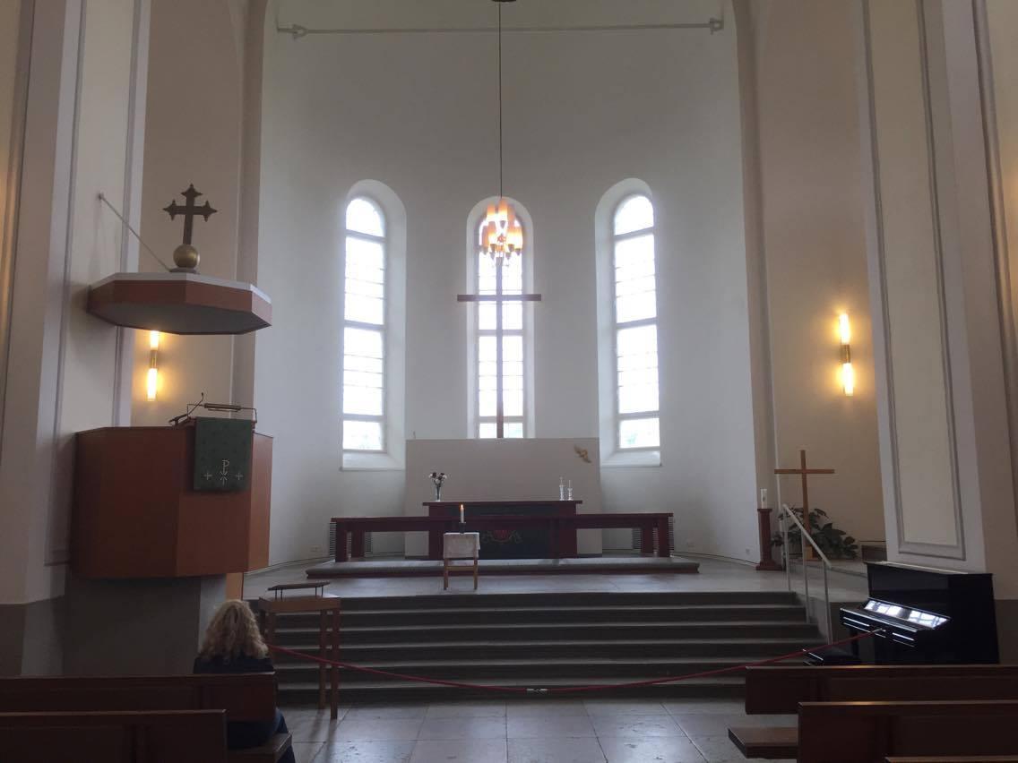 Altar mayor de la iglesia castrense luterana de Suomelinna