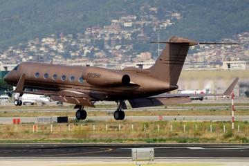 Llamativa pintura de color bronce para este avión ejecutivo