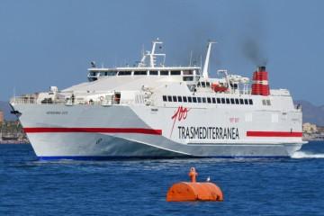 """El buque """"Almudaina Dos"""" permanecerá  hasta el 1 de octubre en la línea Gandía-Ibiza"""