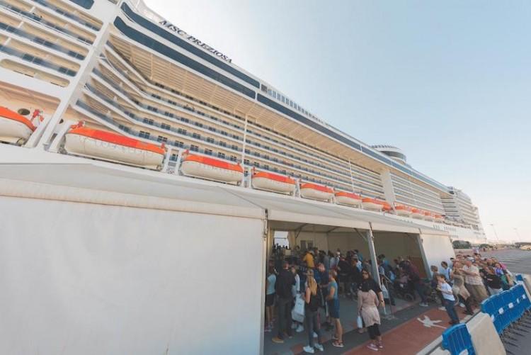 El puerto de Valencia incrementa el número de pasajeros, tanto de línea regular como turísticos